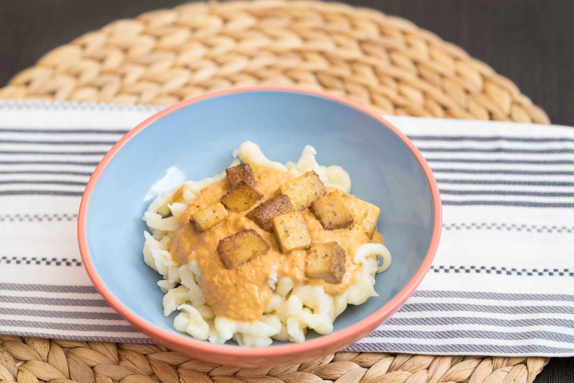 Vegetariánsky perkelt s bezlepkovými haluškami a tofu - ženuškáň