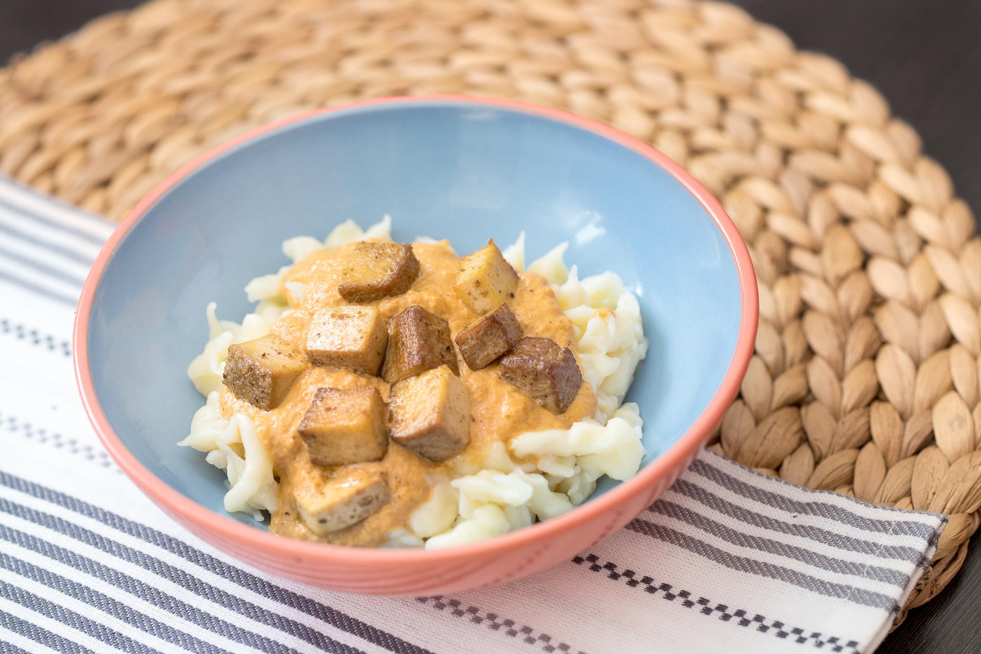 Vegetariánsky perkelt s bezlepkovými haluškami a tofu
