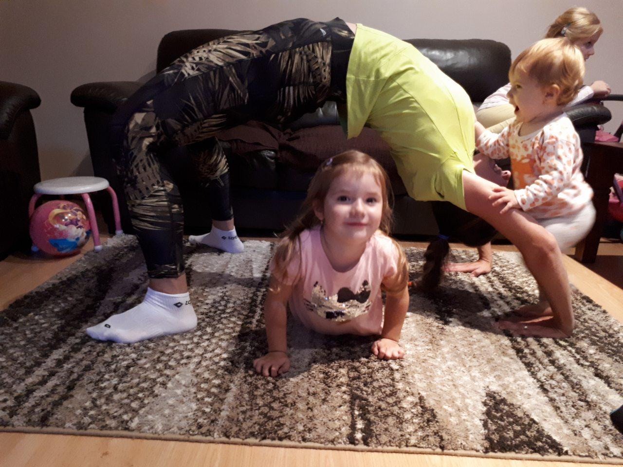 """""""Ak sa žena stane matkou, dokáže toho zvládnuť viac ako keď ňou nebola, vrátane kariéry,"""" tvrdí autorka projektu Život fitmamy"""