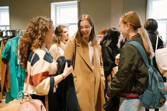 Udržateľná móda ako nový trend, ktorý ovládol Slovensko. Zákazníčky nekupujú, ale swapujú