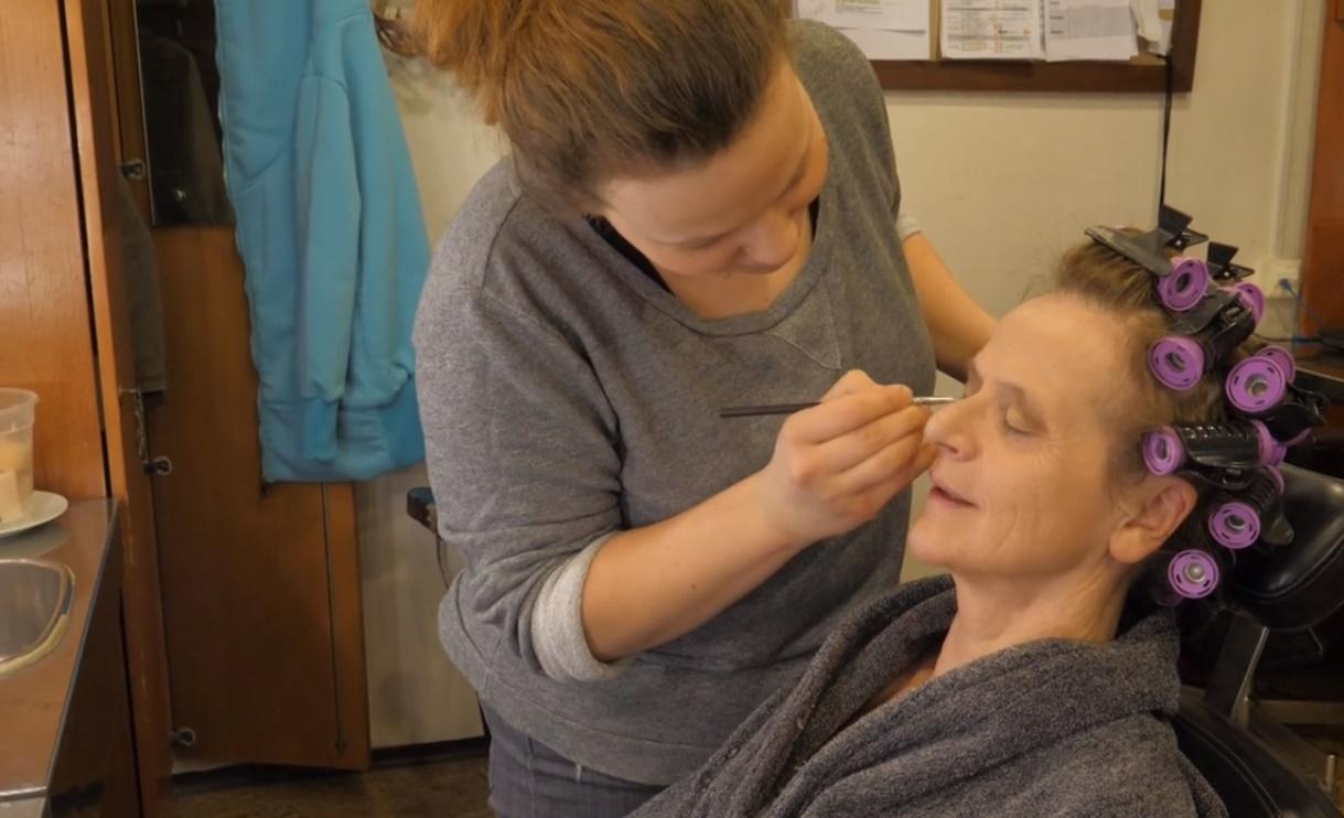 """""""Verím, že raz budeme oslavovať Deň ženského oddychu,"""" hovorí slovenská maskérka pracujúca pre pražskú televíziu"""