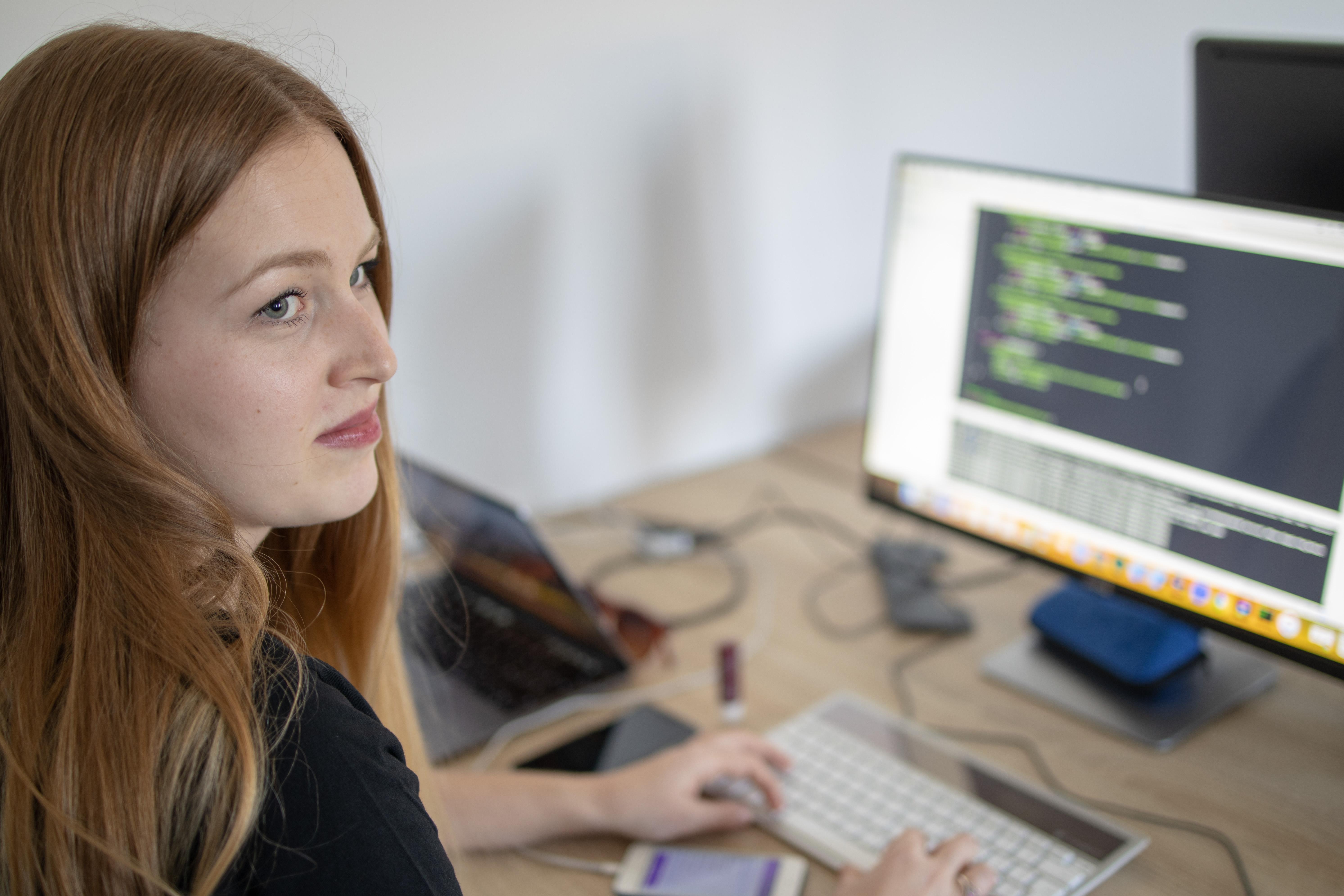 """""""Na nič sa nehrám a hlavne zostávam ženou,"""" tvrdí programátorka Lenka, ktorá pracuje v čisto mužskom kolektíve"""