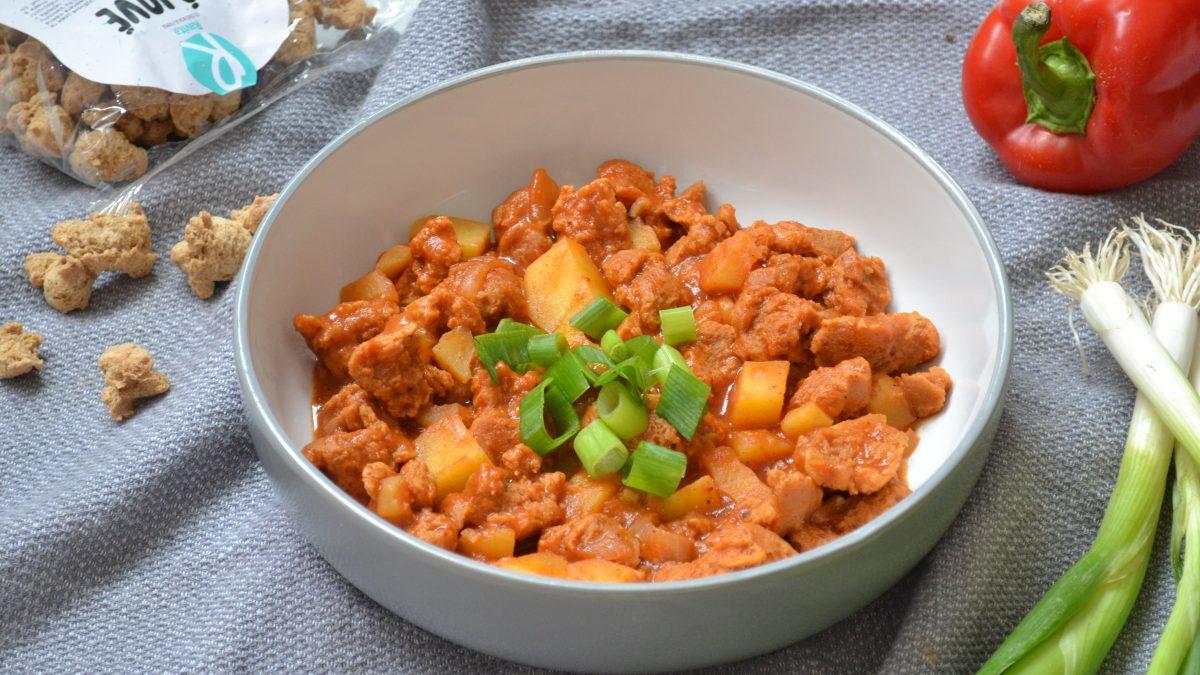 Recept na výborný guláš so zemiakmi pre vegánov