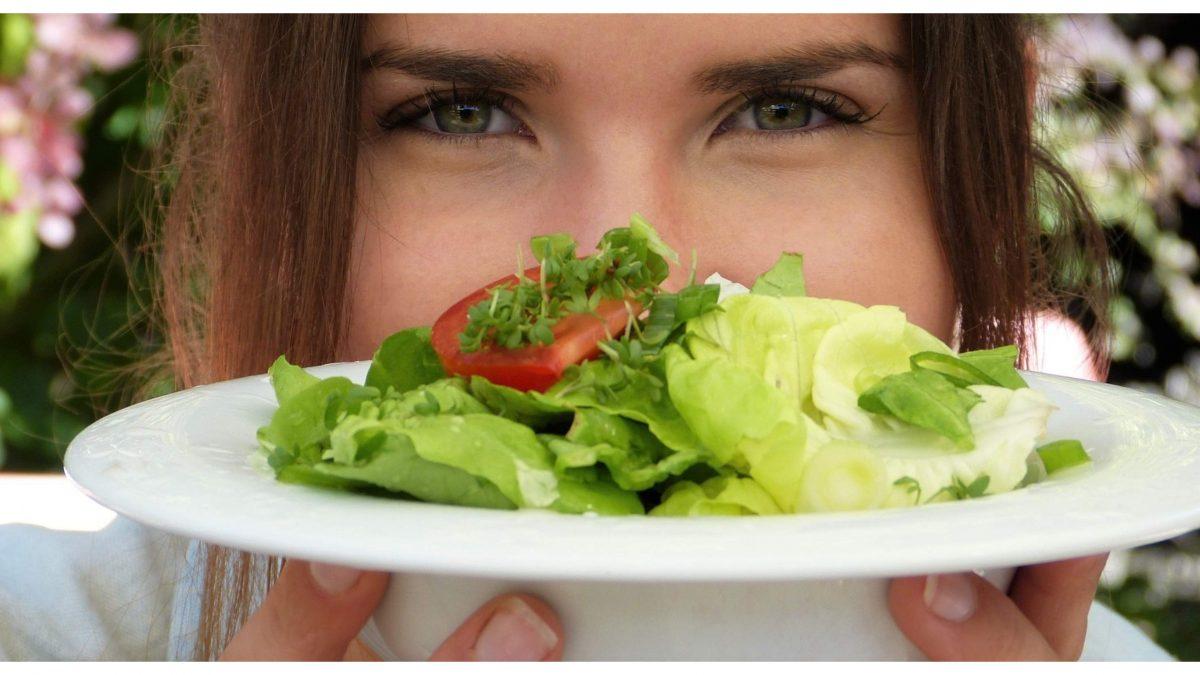 Politické strany by sa mali viac zaujímať o vegánstvo. Rozhovor so šéfkou projektu Zelená jedáleň