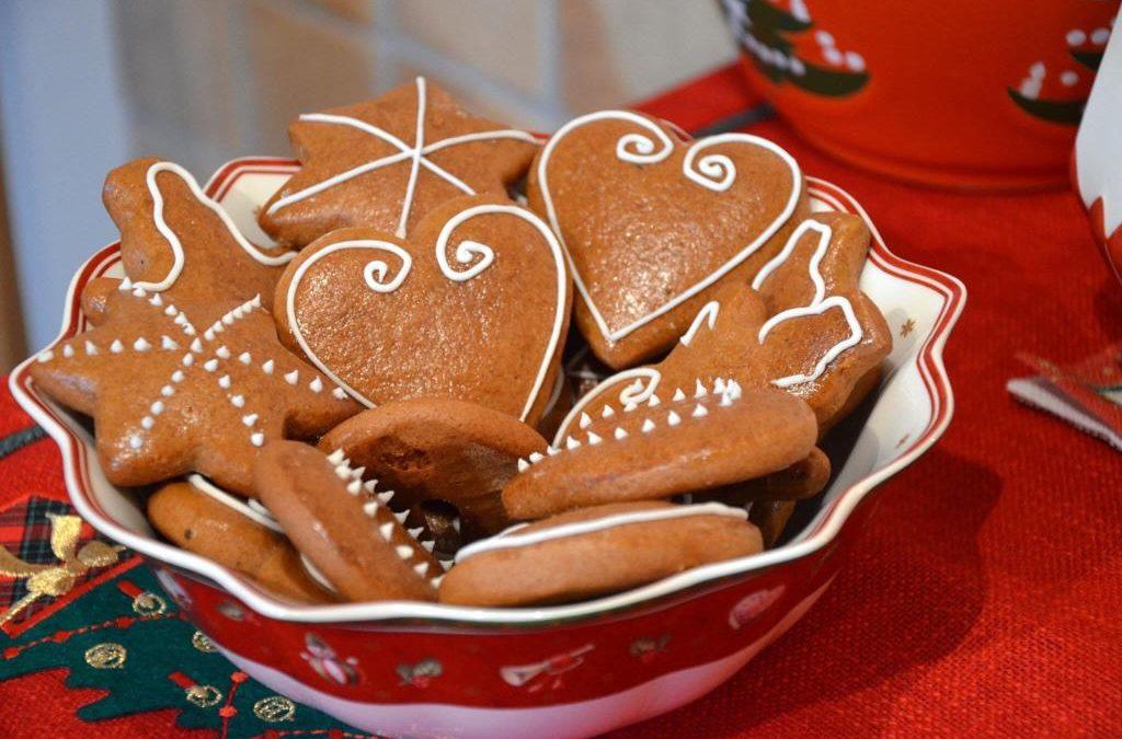 Pečieme s Helou Sweet Factory: Vianočné recepty na medovníky a guľky